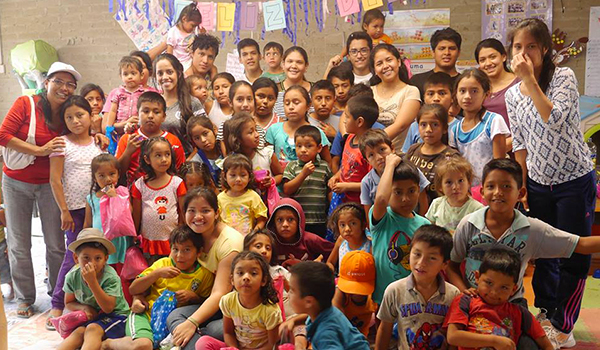 Ayuda-de-Cáritas-a-personas-desamparadas-8