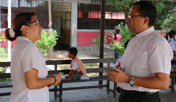 Entrega-de-ayuda-a-Colegios-de-Catacaos-13