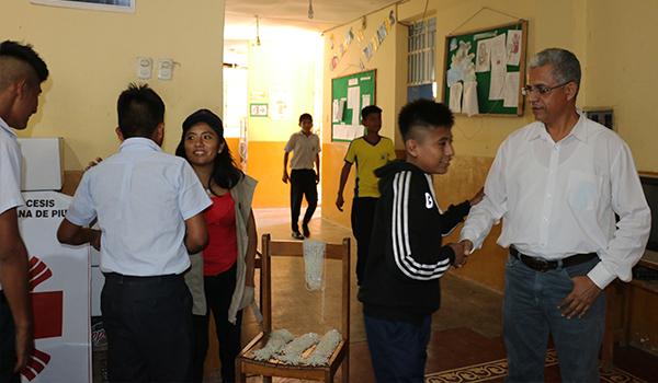 Entrega-de-ayuda-a-Colegios-de-Catacaos-17