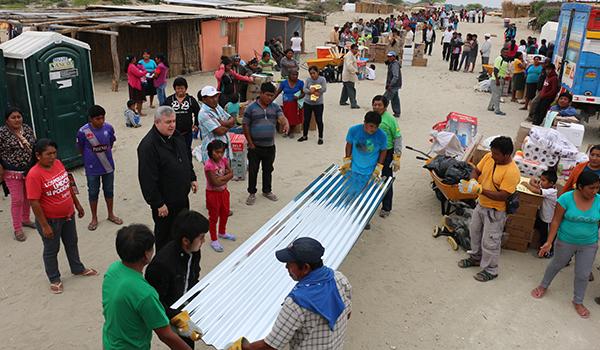 Entrega-de-ayuda-a-campamentos-de-damnificados-17