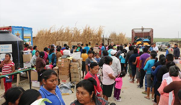 Entrega-de-ayuda-a-campamentos-de-damnificados-18