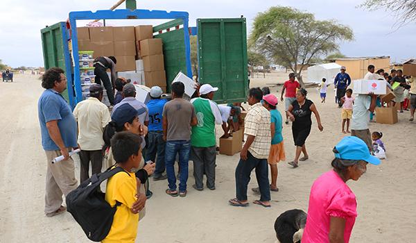 Entrega-de-ayuda-a-comedores-en-campamentos-2
