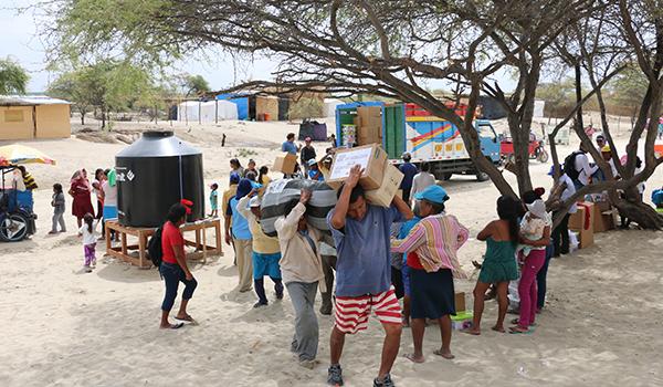 Entrega-de-ayuda-a-comedores-en-campamentos-4