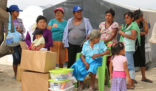 Entrega-de-ayuda-a-comedores-en-campamentos-8