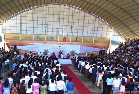 Arzobispo confirma a más de 400 jóvenes de nuestra Arquidiócesis