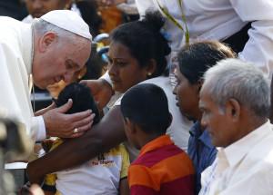 El Papa Francisco llega a Filipinas en medio de un intenso operativo de seguridad