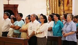 gente-rezando-8